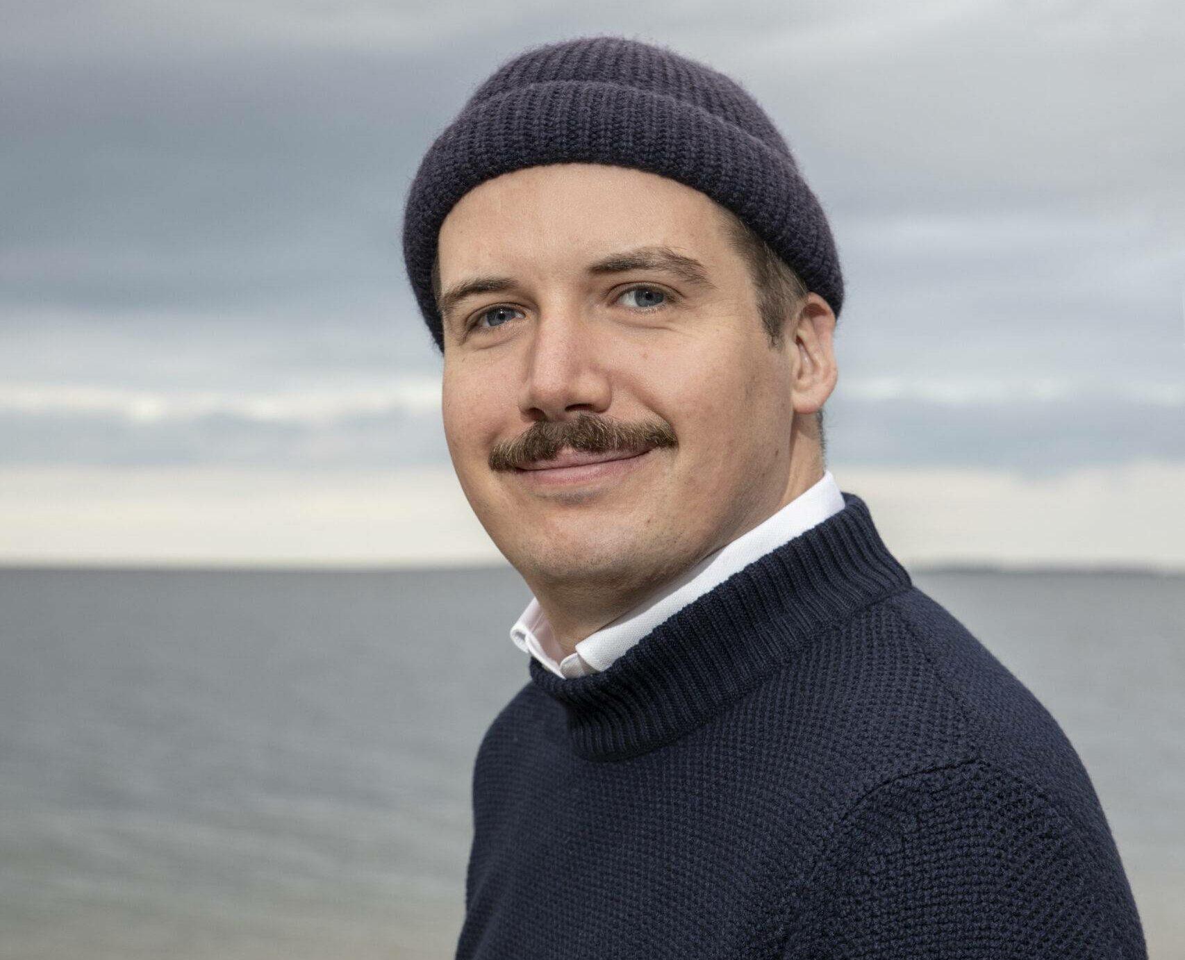 Felix Arnold, der für den Drehbuchpreis Schleswig-Holstein auch 2021 ein Werkstattgespräch leitet.