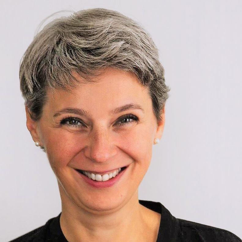 "Ruth Olshan, Dozentin des Seminars ""Handlung vs. Thema"""